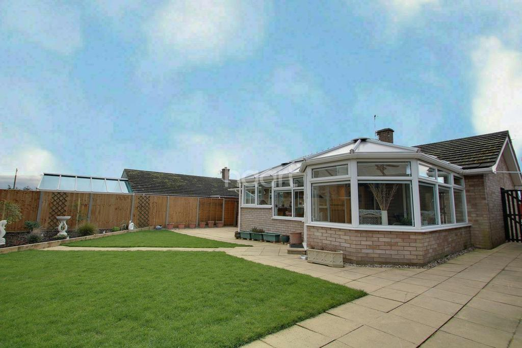 3 Bedrooms Bungalow for sale in Stewards Lane, Sutton