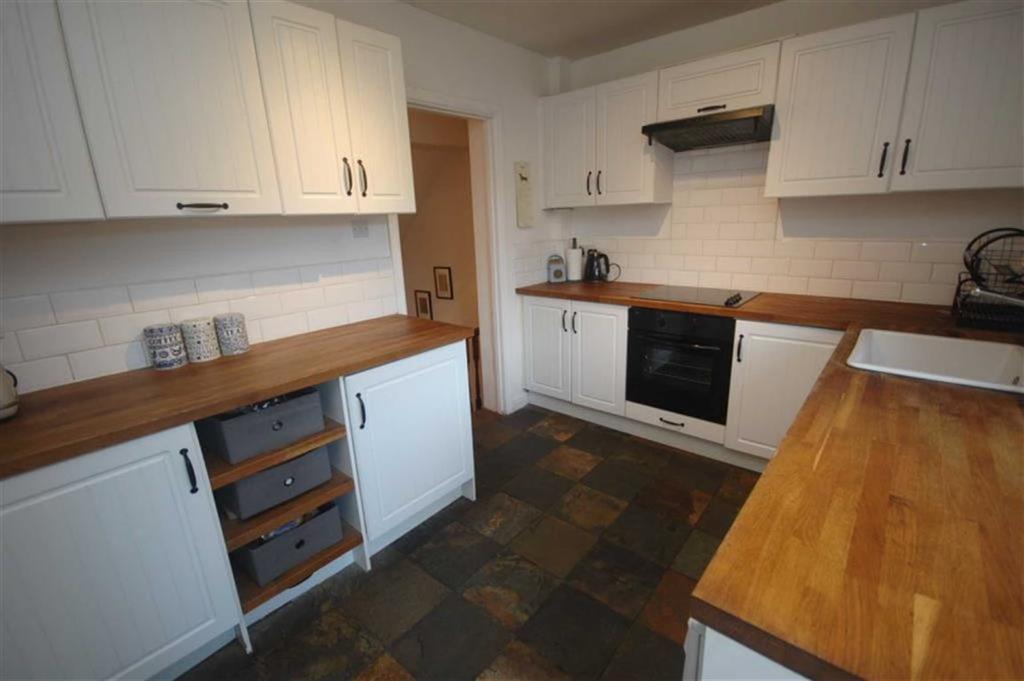 3 Bedrooms Terraced House for sale in Bank Street, Mirfield, WF14