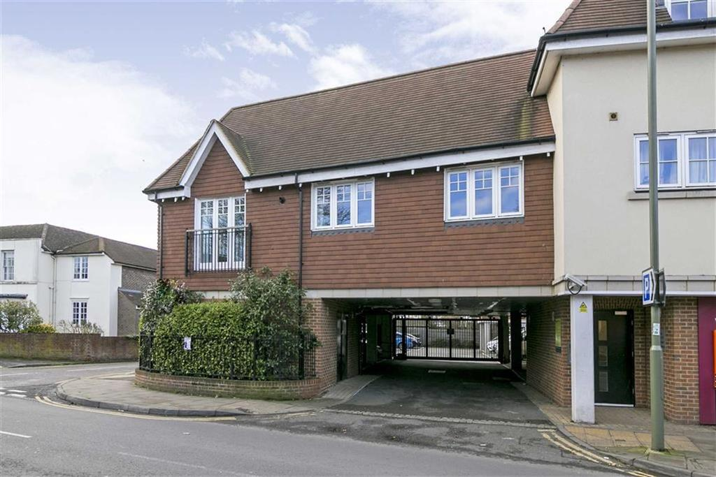 1 Bedroom Flat for sale in Mercury House, Ewell Village, Surrey