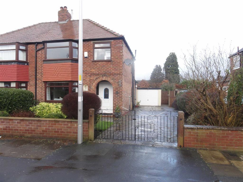3 Bedrooms Semi Detached House for sale in Davies Avenue, Heald Green