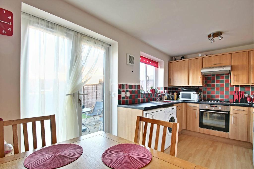 3 Bedrooms Semi Detached House for sale in Epsom Close, Rushden