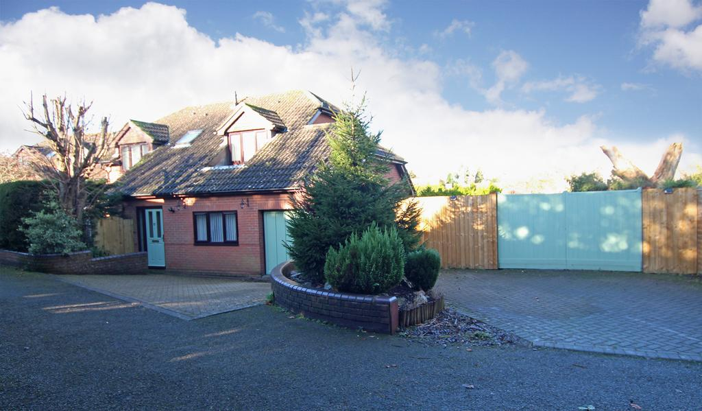 4 Bedrooms Chalet House for sale in BLACKFIELD