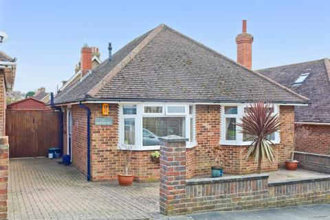 2 bedroom detached bungalow for sale - Highview Way, Patcham, Brighton