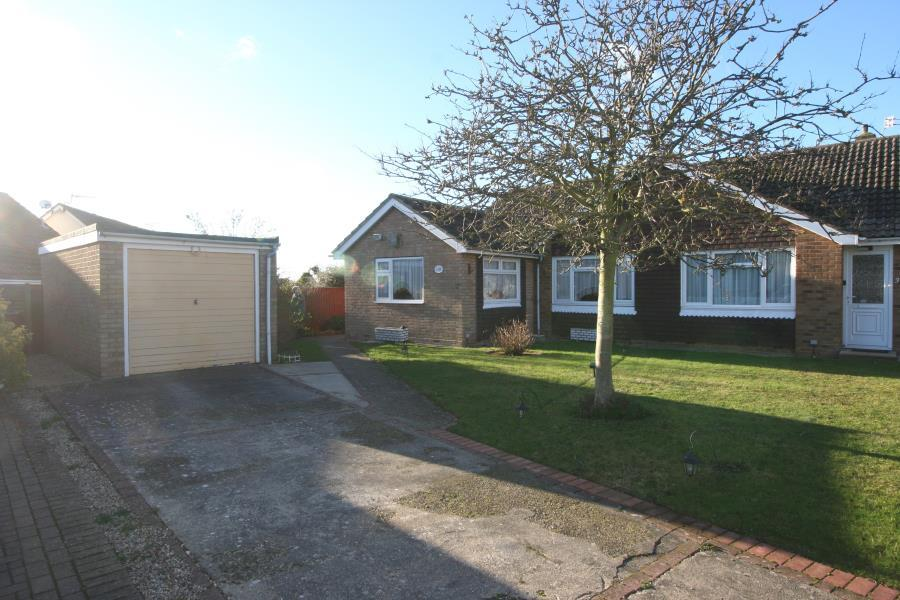 2 Bedrooms Semi Detached Bungalow for sale in Pulpitfield Close, Walton-On-The-Naze