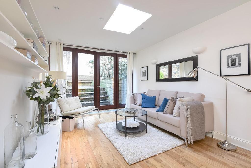 2 Bedrooms Flat for sale in Kingsgate Road, West Hampstead