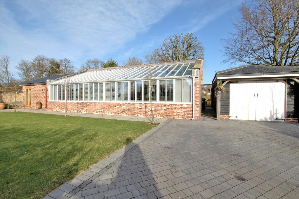 4 Bedrooms Detached Bungalow for sale in BLENDWORTH