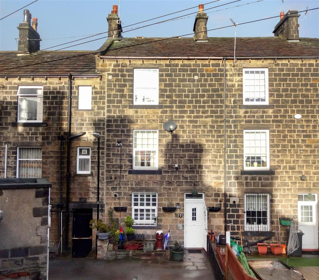 2 Bedrooms Terraced House for sale in Springfield Road, Guiseley, Leeds