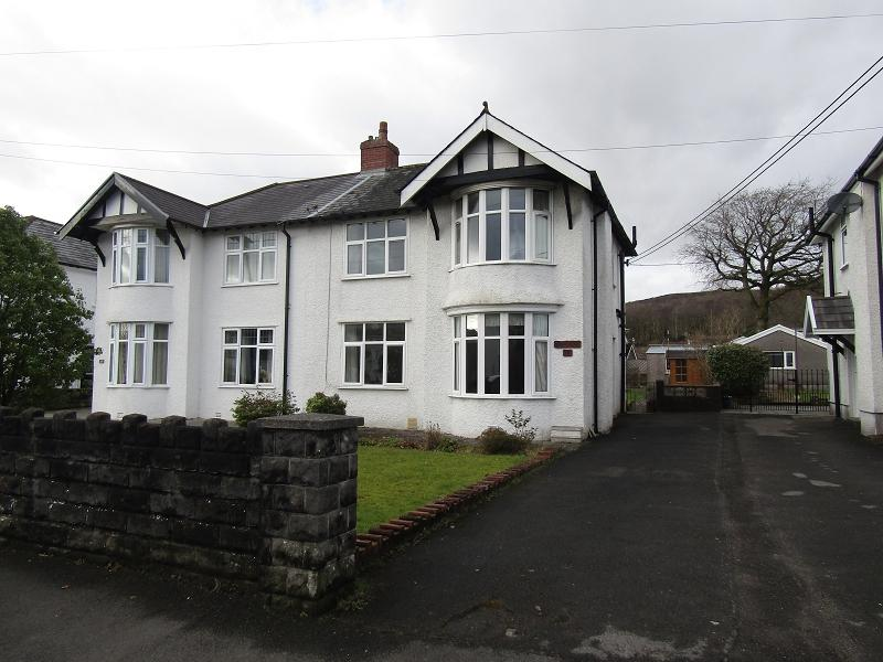 3 Bedrooms Semi Detached House for sale in Pontardawe Road, Clydach, Swansea, City And County of Swansea.
