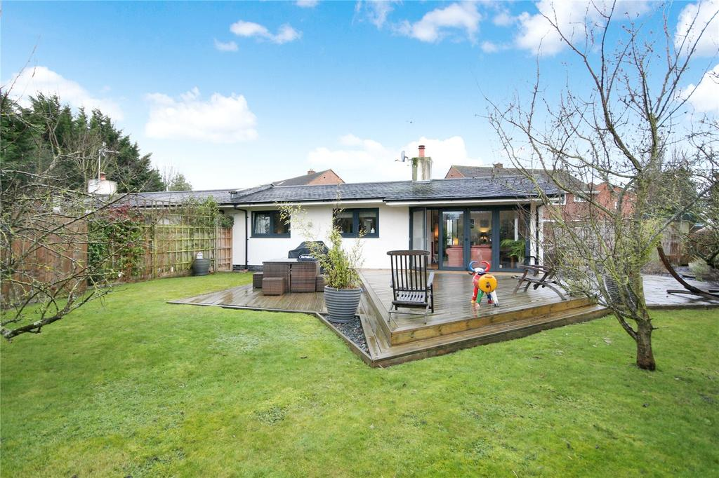 3 Bedrooms Bungalow for sale in Daylesford Close, Cheltenham, GL51