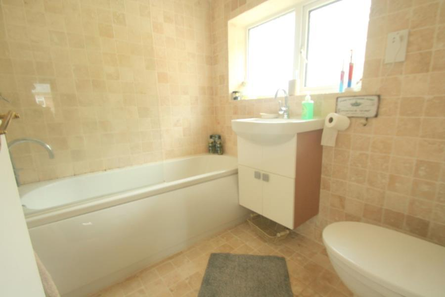 3 Bedrooms Semi Detached House for sale in The Ridgeway Braintree
