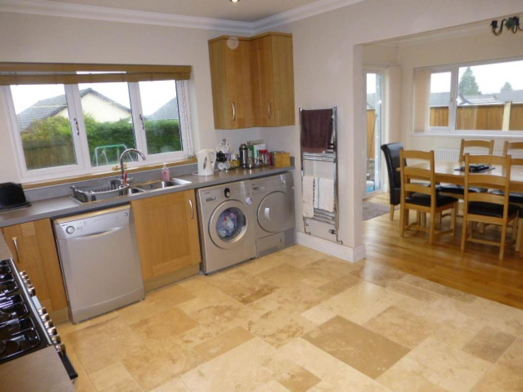 4 Bedrooms Bungalow for rent in Peniel, Near Carmarthen,