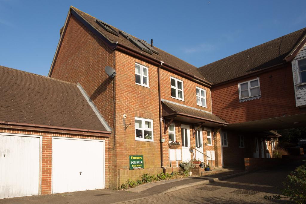 3 Bedrooms Semi Detached House for sale in Streatfield Gardens, Streatfield Road, Heathfield, East Sussex, TN21 8LW