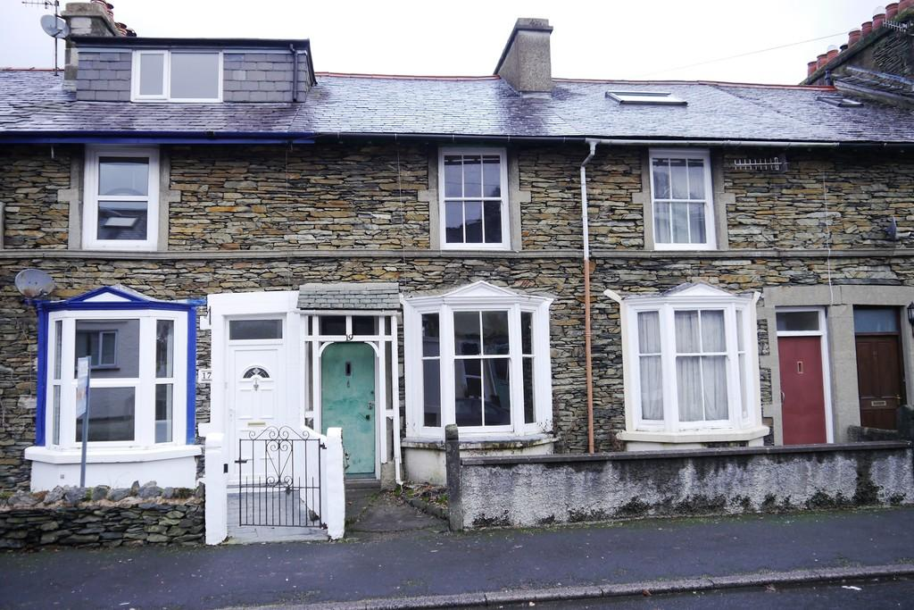 3 Bedrooms Terraced House for sale in 19 Thornthwaite Road, Windermere, LA23 2DN
