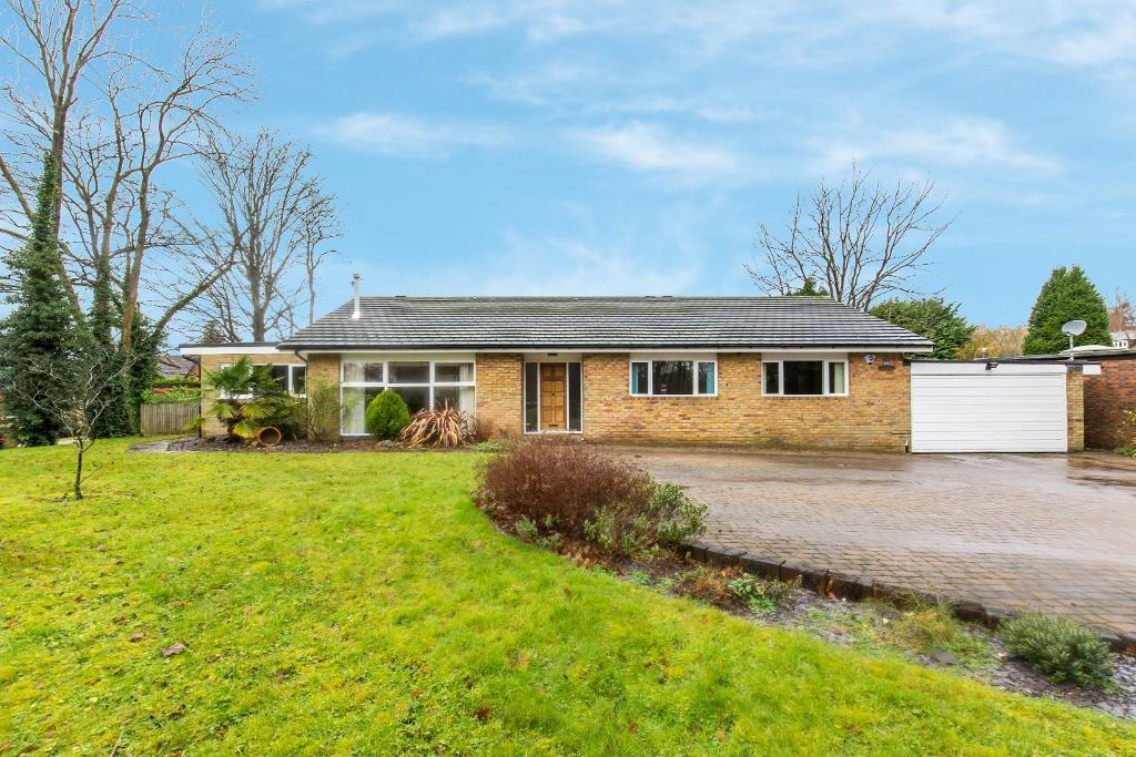 3 Bedrooms Detached House for sale in Leas Road, Warlingham, Surrey, CR6 9LL