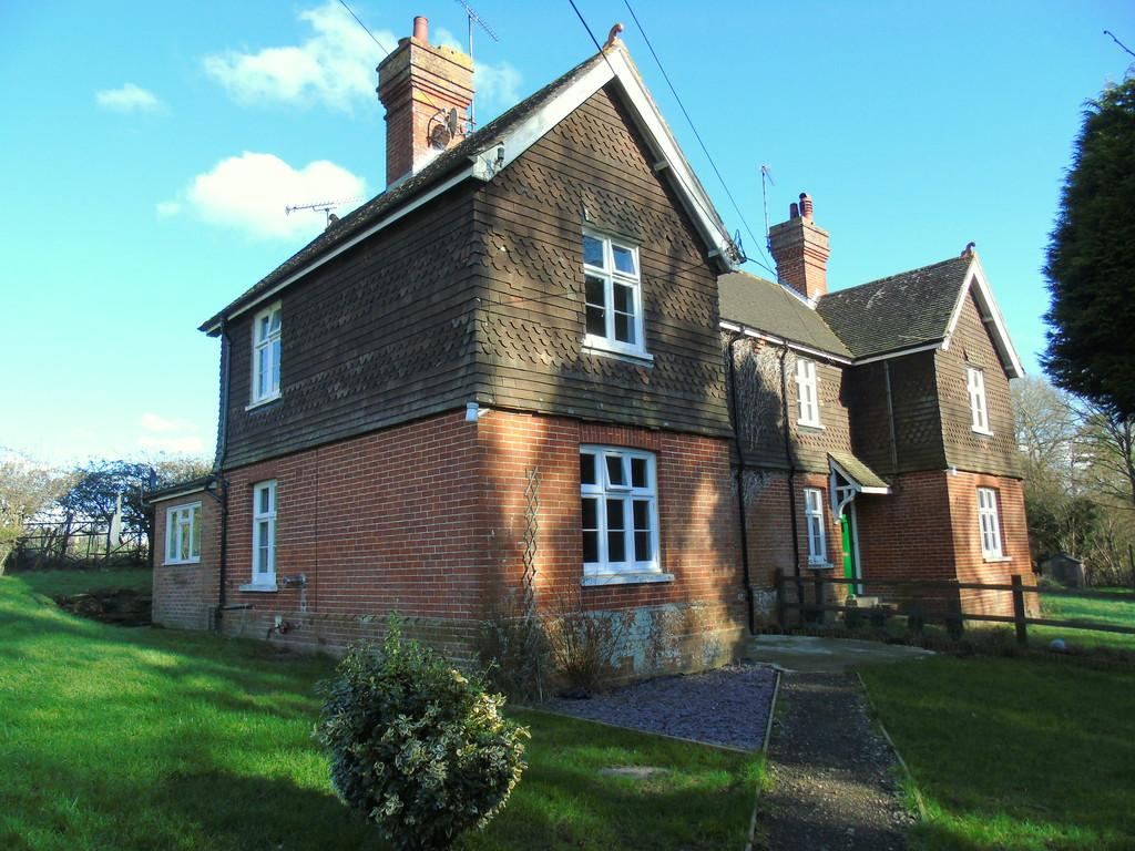 3 Bedrooms Semi Detached House for rent in Horsted Keynes, West Sussex