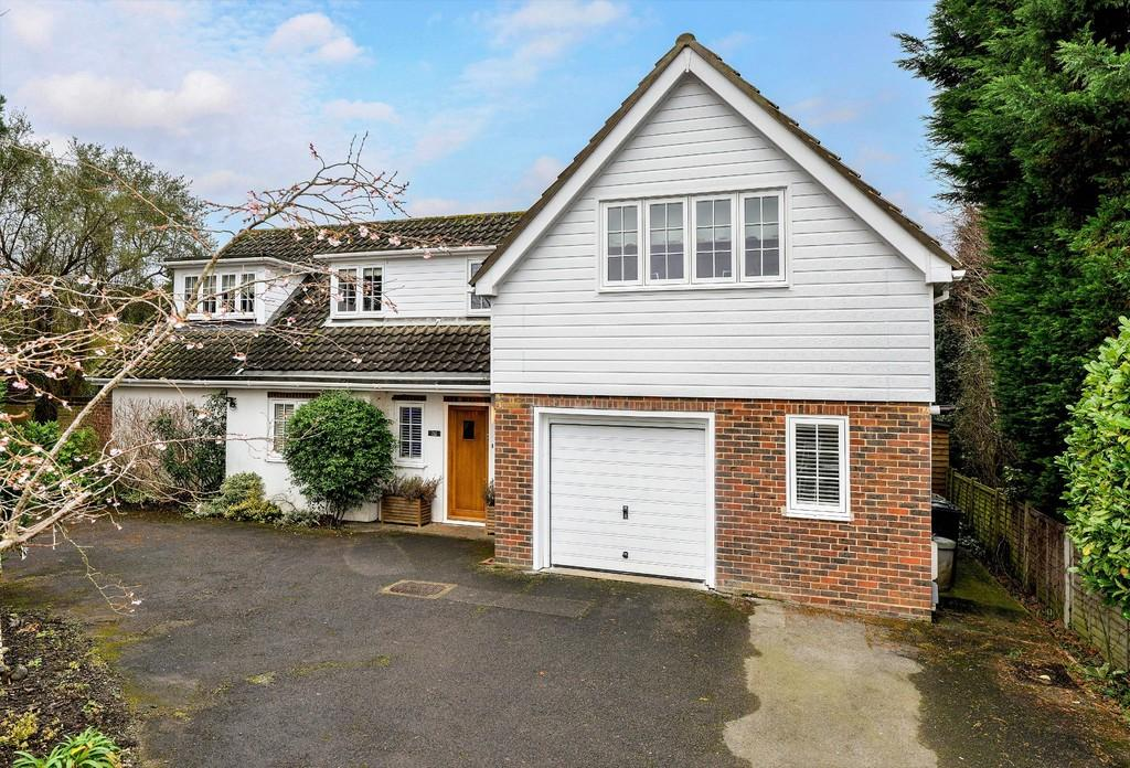 4 Bedrooms Detached House for sale in Merrow Street, Guildford GU4 7AT