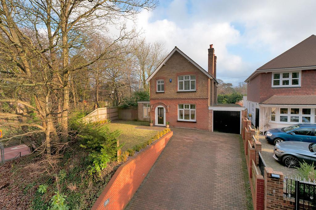 3 Bedrooms Detached House for sale in Weavering Street, Weavering