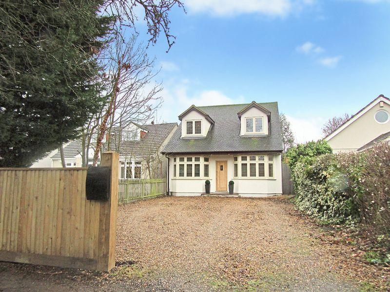 4 Bedrooms Detached House for sale in Tile Kiln Lane, Bexley