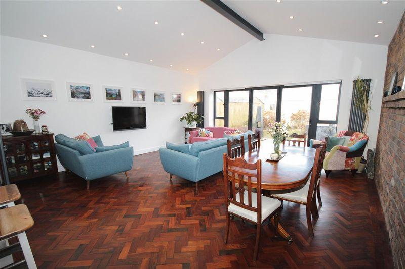 3 Bedrooms Semi Detached House for sale in Maplewood Avenue, Llandaff North