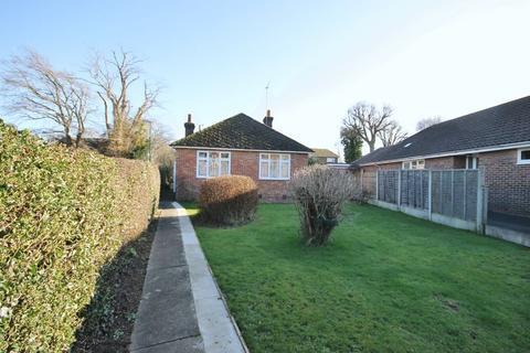 2 bedroom detached bungalow for sale - Valebridge Road, Burgess Hill, West Sussex