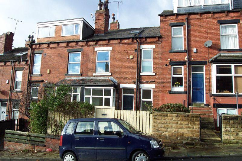 2 Bedrooms Terraced House for sale in Woodside Avenue, Leeds