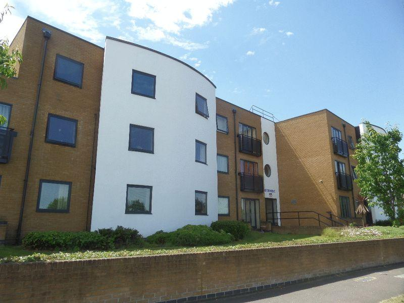 2 Bedrooms Flat for sale in Prince Avenue, Westcliff-On-Sea