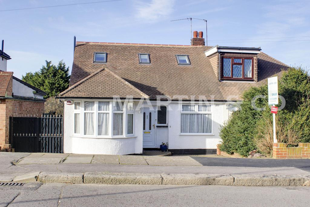 4 Bedrooms Semi Detached Bungalow for sale in Dovedale Avenue, Clayhall