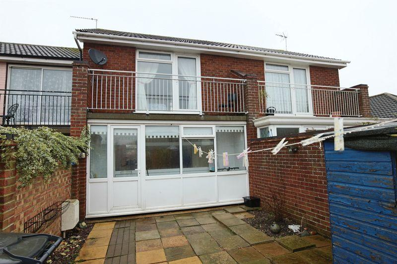 2 Bedrooms Terraced House for sale in Kipling Close, Lowestoft