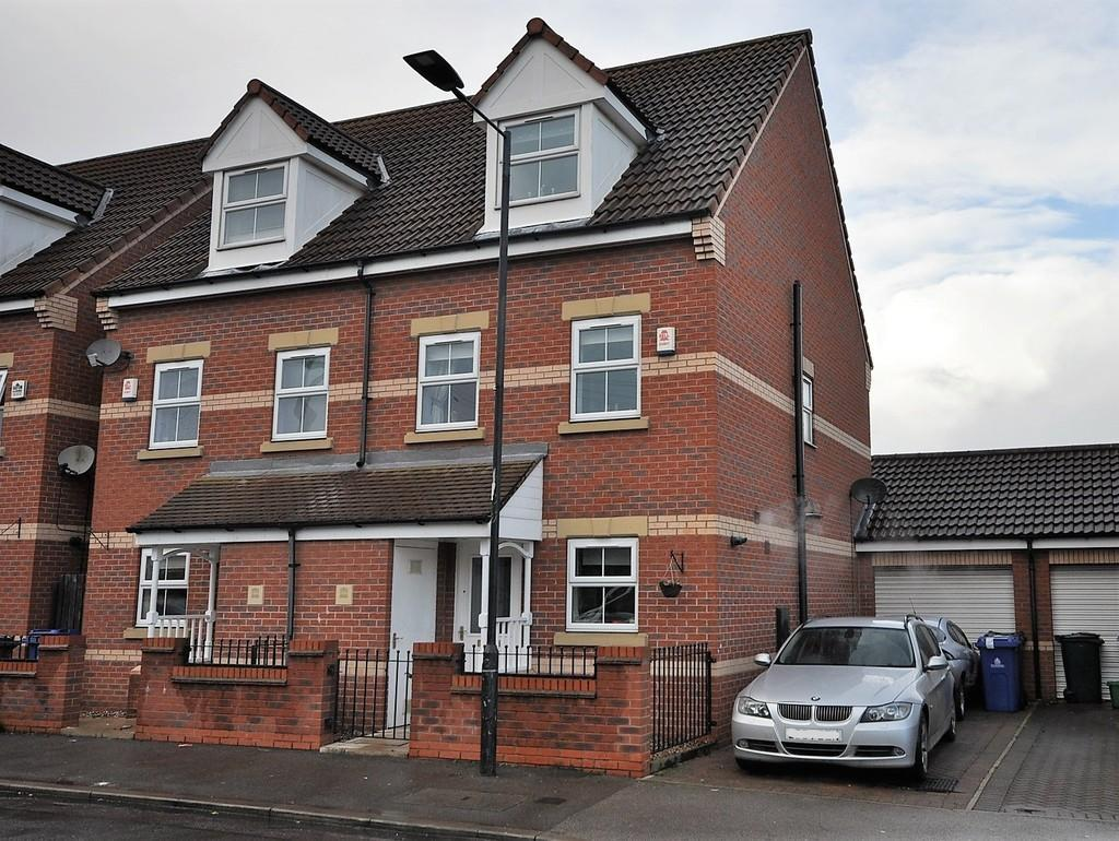 3 Bedrooms Semi Detached House for sale in Junction Road, Stainforth, Doncaster