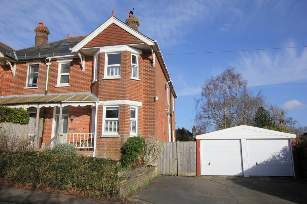 4 Bedrooms Semi Detached House for sale in Ghyll Road, Heathfield