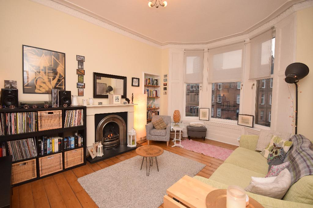 2 Bedrooms Flat for sale in Crow Road, Flat 2/1, Brooomhill, Glasgow, G11 7LB