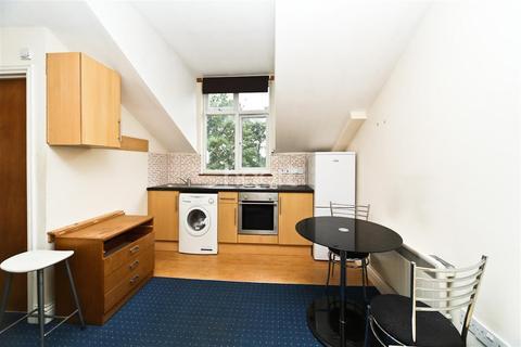 Studio to rent - Madeley Road, Ealing Broadway, W5