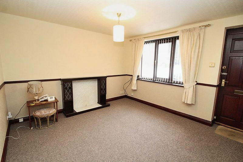 2 Bedrooms Semi Detached Bungalow for sale in Baytree Walk, Whitworth OL12 8AJ