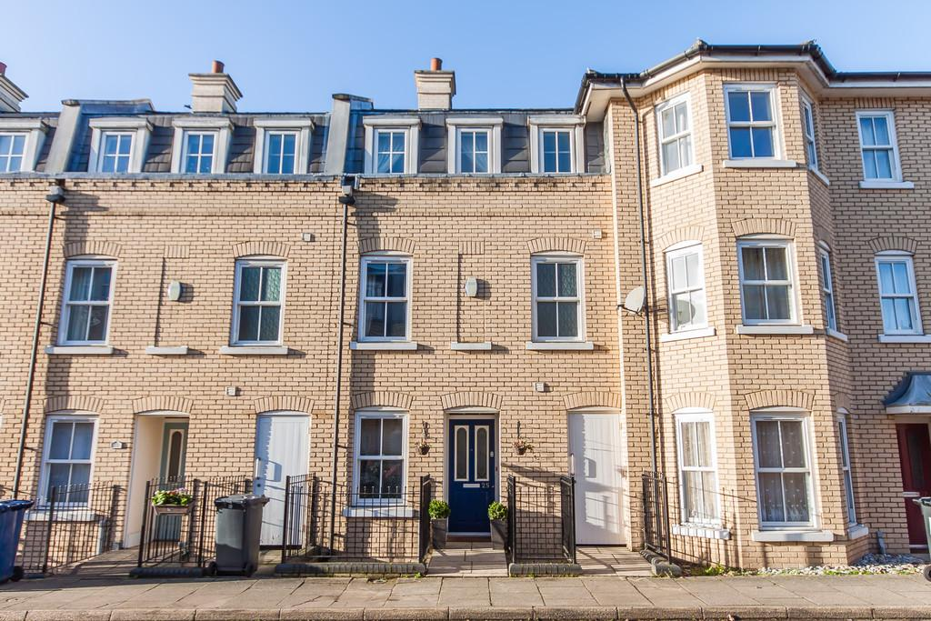 3 Bedrooms Terraced House for sale in St. Matthews Gardens, Cambridge