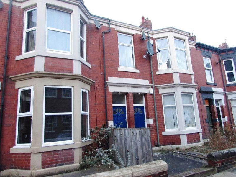 3 Bedrooms Flat for sale in Tosson Terrace, Newcastle Upon Tyne - Three Bedroom First Floor Flat