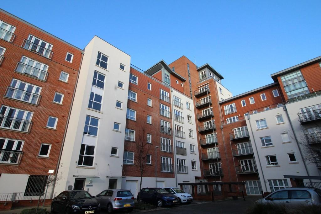 2 Bedrooms Apartment Flat for sale in Avenel Way, Poole BH15 1EP