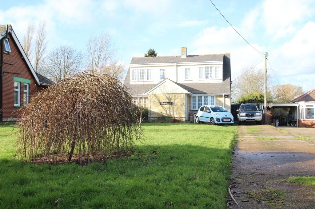 3 Bedrooms Detached House for sale in East Cowes Road, East Cowes