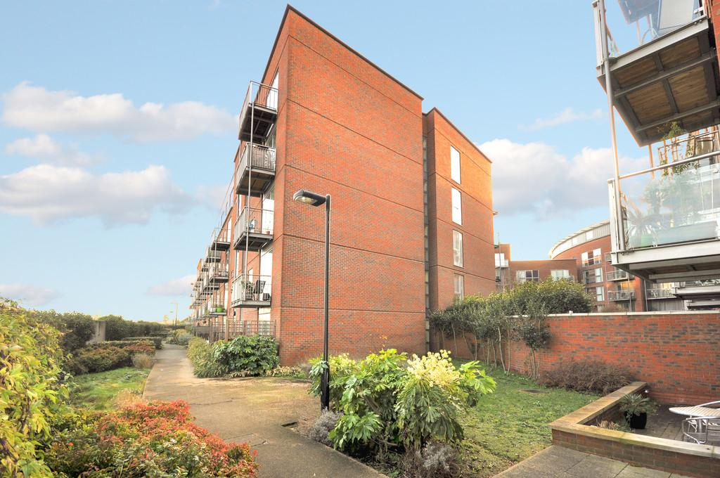 1 Bedroom Apartment Flat for sale in The Heart, Walton-on-Thames