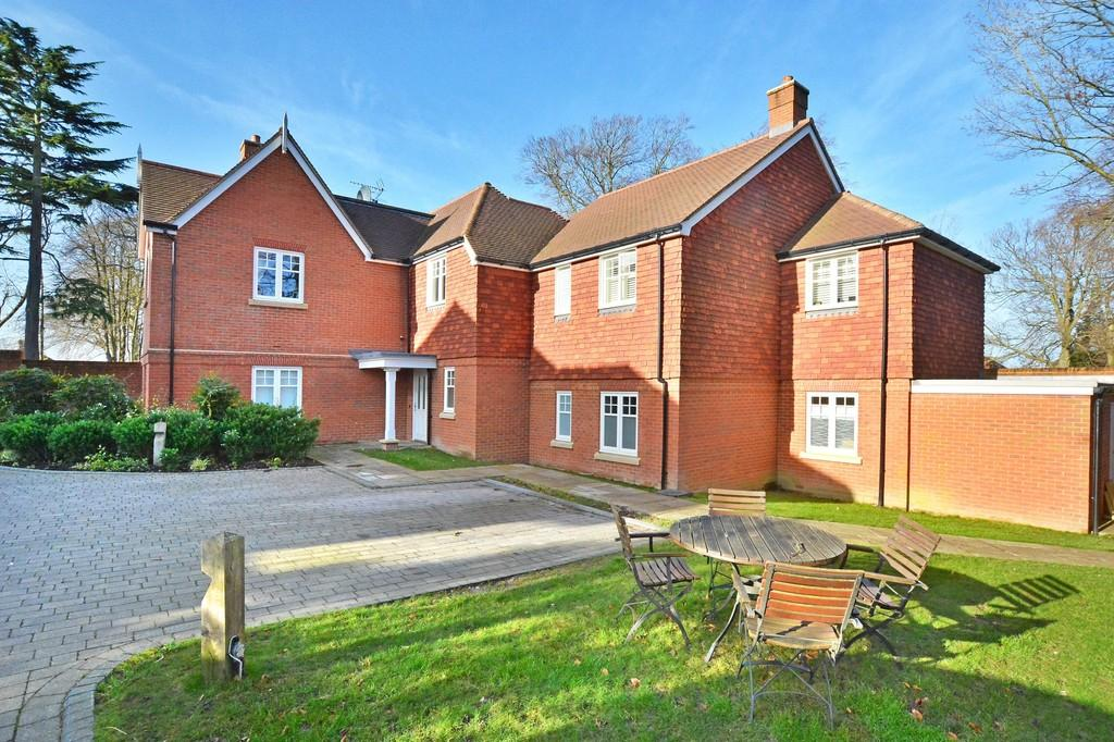 2 Bedrooms Apartment Flat for sale in Downs Drive, Guildford