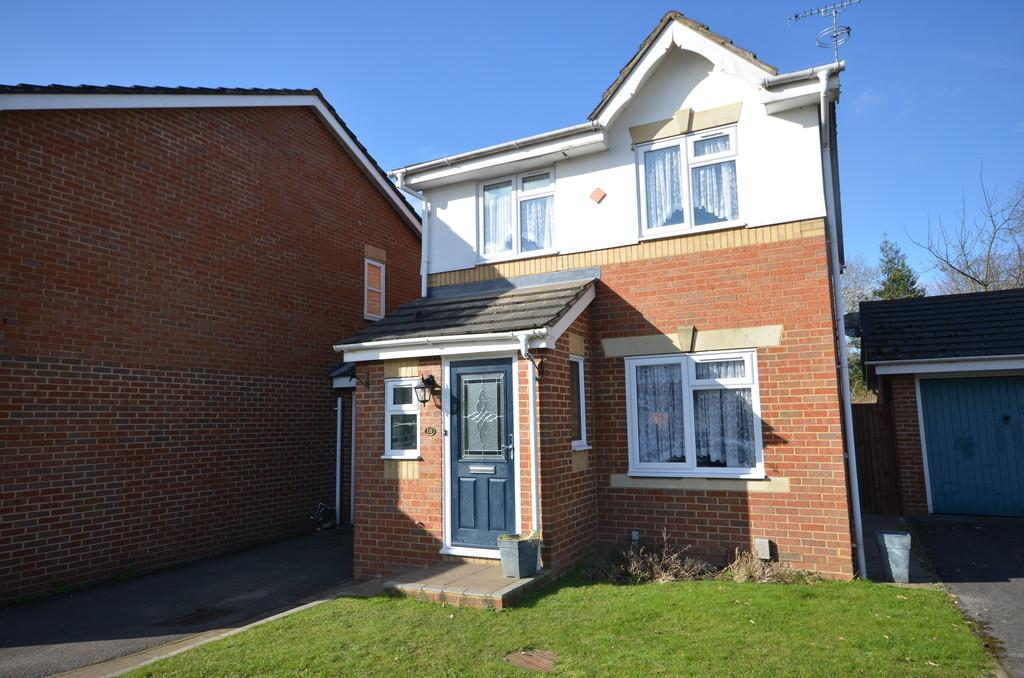 4 Bedrooms Link Detached House for rent in Phillips Close, Tongham, Farnham