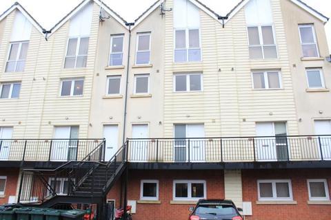 3 bedroom flat to rent - Alicia Close, alexander Gate, Newport
