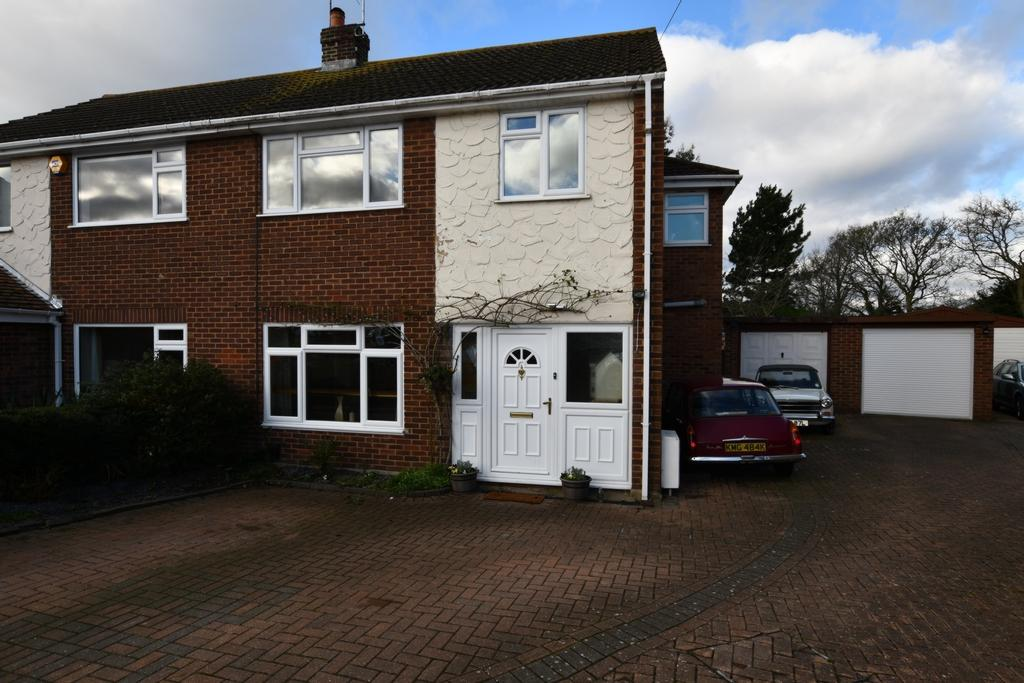 4 Bedrooms Semi Detached House for sale in Oak Piece, North Weald, CM16