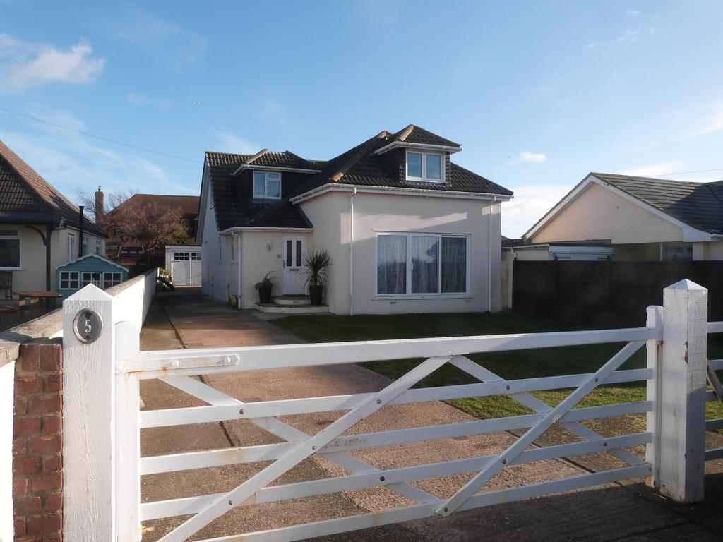 5 Bedrooms Detached House for sale in Danefield Road, Selsey