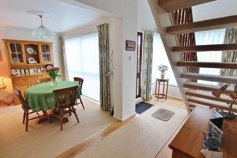 3 bedroom semi-detached house for sale - Reynolds Close, Keynsham, Bristol