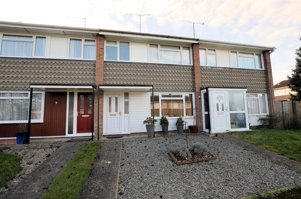 3 Bedrooms Terraced House for sale in Savernake Close, Tilehurst, Reading