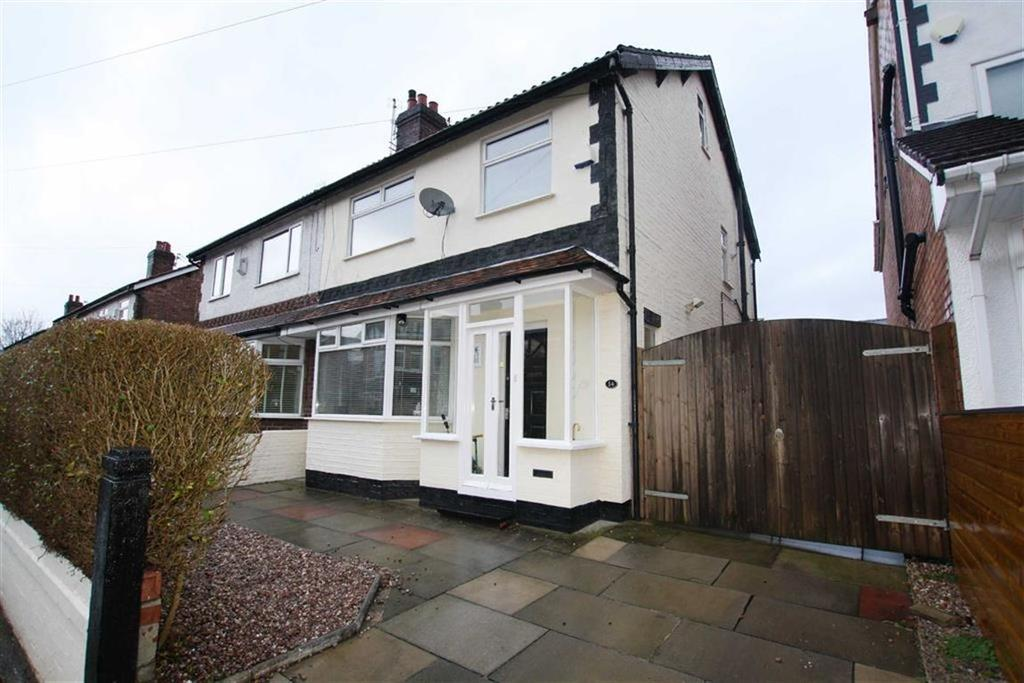 3 Bedrooms Semi Detached House for sale in Manor Road, Sale