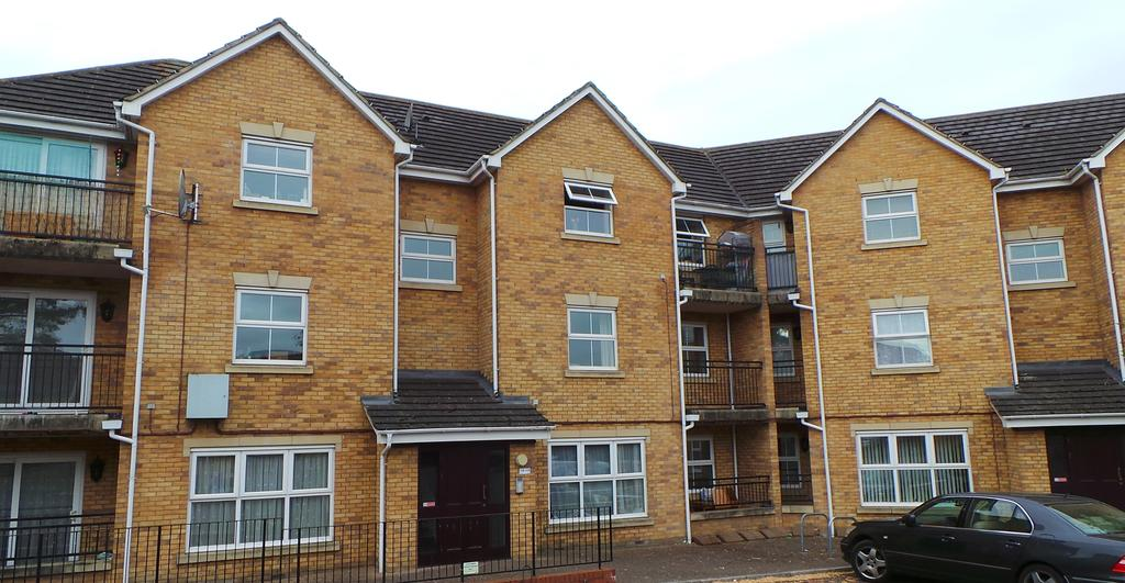 2 Bedrooms Apartment Flat for rent in Osier Drive , Steeple View , Laindon SS15