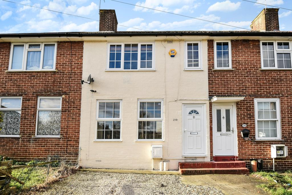 3 Bedrooms Terraced House for sale in Court Farm Road London SE9