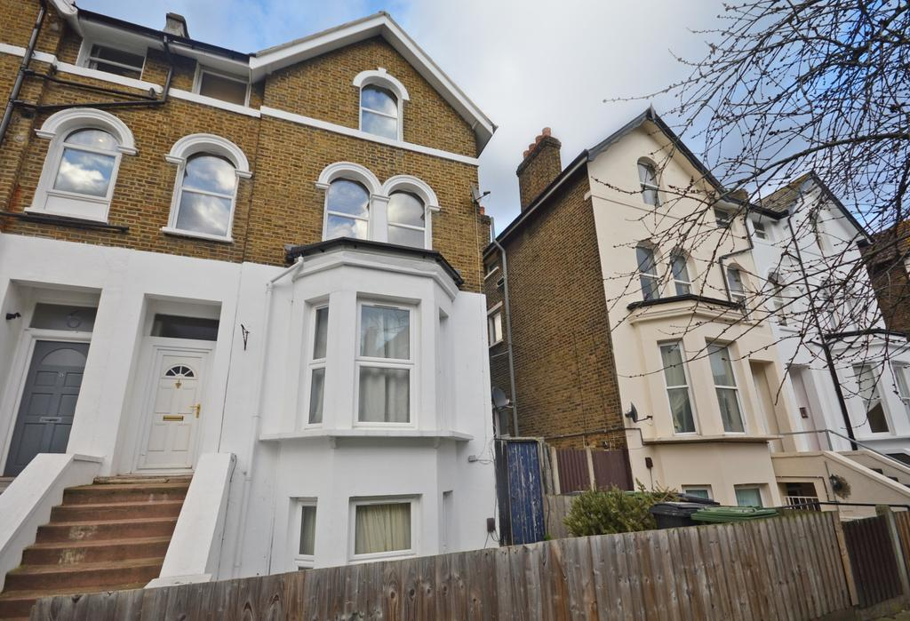 3 Bedrooms Flat for sale in Mount Pleasant Road London SE13