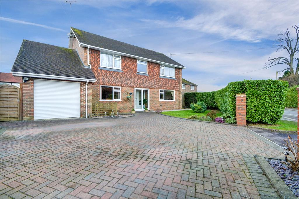 3 Bedrooms Detached House for sale in The Avenue, Liphook, Hampshire